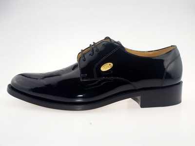 黑色皮鞋搭配牛仔� 男士皮鞋搭配�v究哪些原�t呢